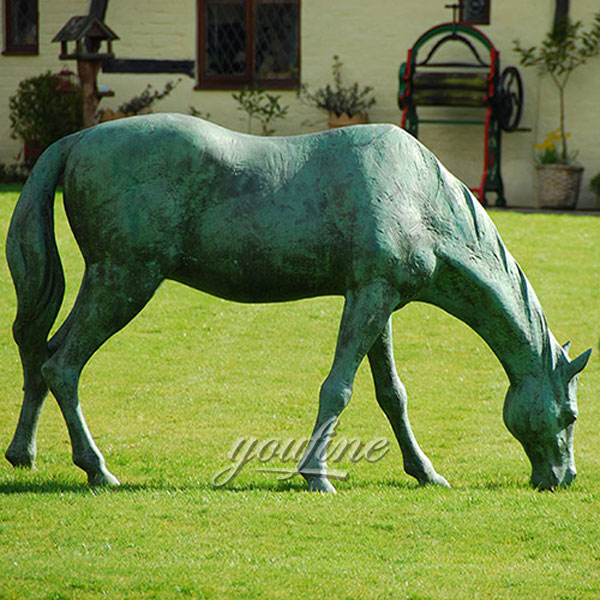 Outdoor decor metal craft bronze horse standing graze for sale